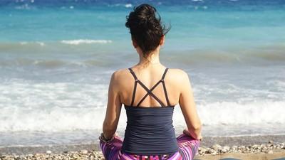 壓力好大!教你如何用「修復式瑜伽」調整身心 辦公室也能輕鬆做