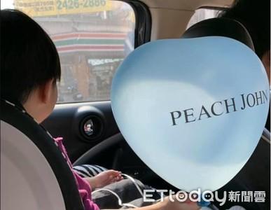 3歲弟「老婆~氣球飛了」路人狂笑