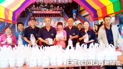 玄天上帝聖誕 屏東市北極殿送一萬份壽麵