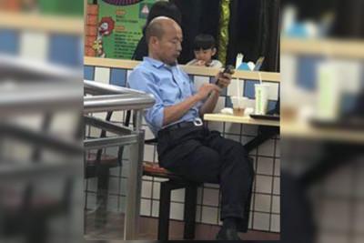 野生韓國瑜10月前孤獨吃麵照!網心酸