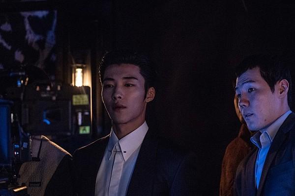 ▲朴敘俊「驅魔新片」上映時間確定!暗黑漫畫版海報公開。(圖/翻攝自Naver Movie)