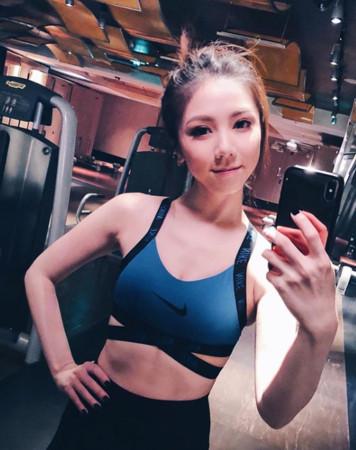 ▲▼鄧紫棋破尺度「挖空泳裝」被拍!(圖/翻攝自Instagram/gem0816)