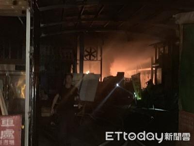高雄內惟商城中古商全面燃燒 爆炸聲不斷