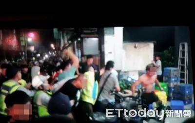 遶境搶轎「10多人死踹記者」中天回應了