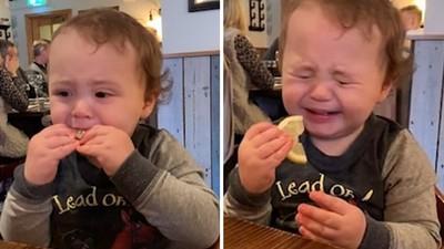 「自虐式」吃檸檬!男童愛吃酸 酸到五官扭曲還是不肯投降