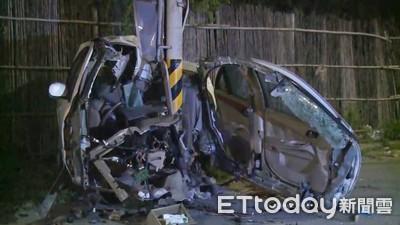 電桿殘暴肢解 轎車瞬間被「剖成兩半」炸裂