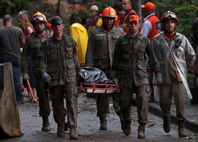 異常暴雨席捲里約 洪災釀至少6死
