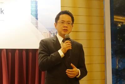 證交所領國內22家大型企業赴香港引資 總座簡立忠:台股有2大優勢