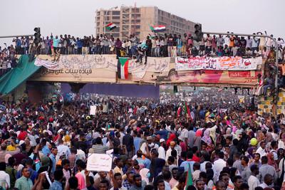 蘇丹傳政變 逼獨裁30年總統下台