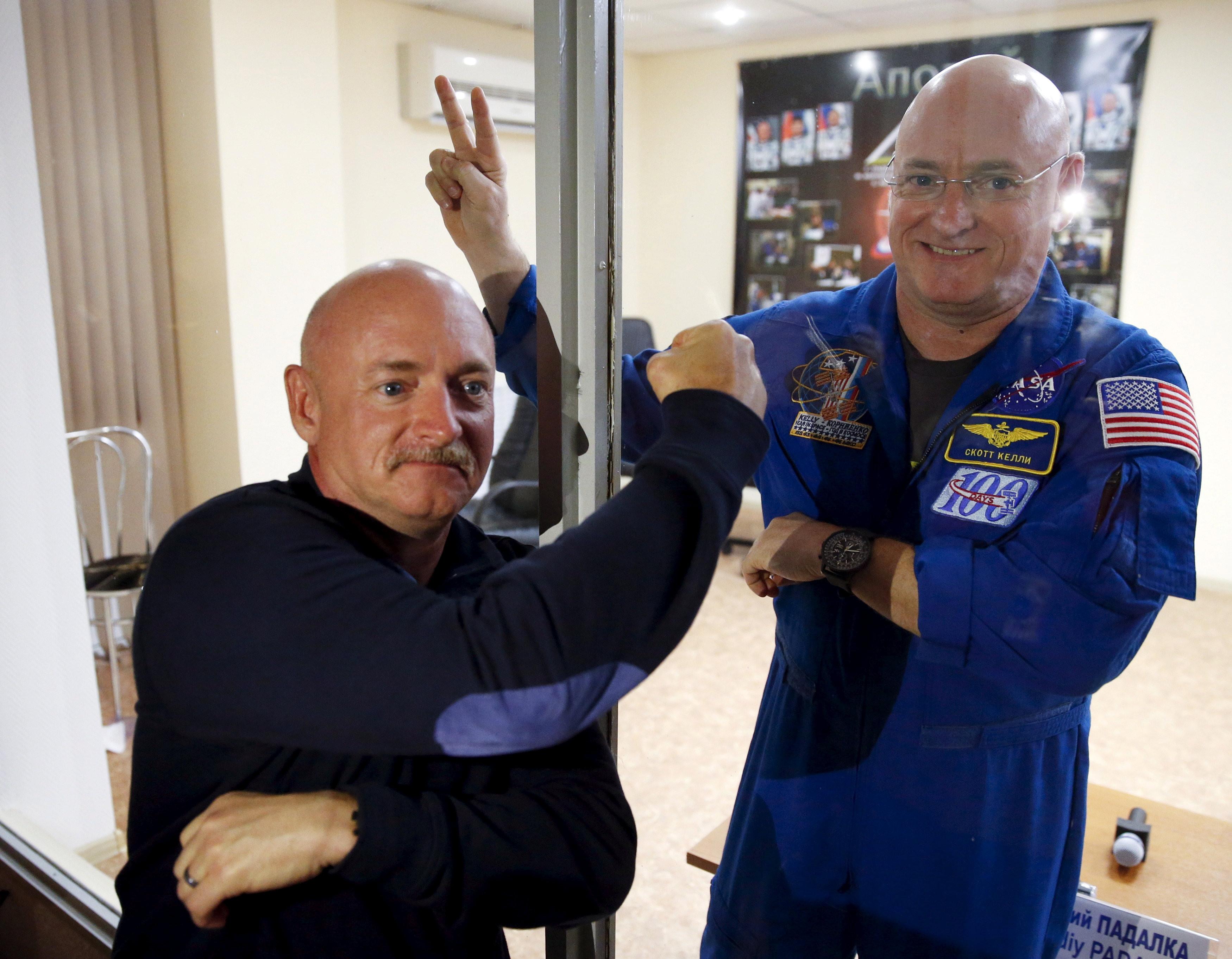 ▲▼太空人史考特(Scott Kelly)和雙胞胎兄弟馬克(Mark Kelly)。(圖/路透社)