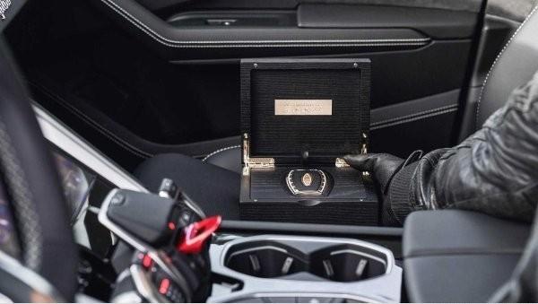 最貴車鑰匙在杜拜 一支限量1737萬元都可以買台全新法拉利了(圖/翻攝自Awain)