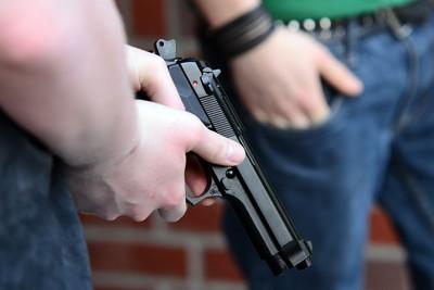 道具槍搶模型槍 傻男裝闊喊全包