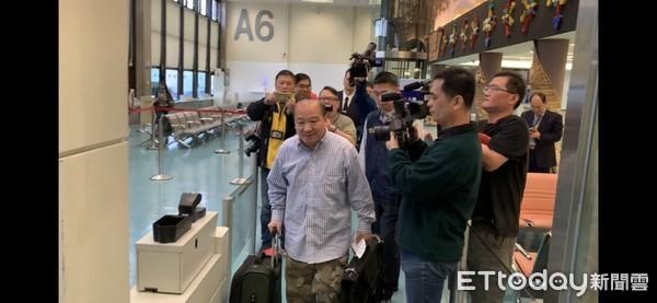 ▲李毅今早遭移民署强制出境。(图/台中移民署专勤队提供)