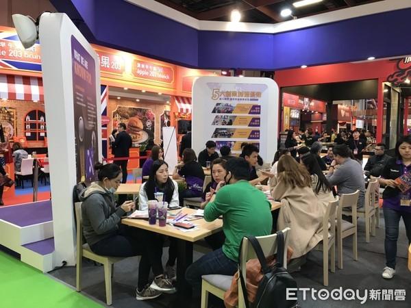 ▲六角集團「Chatime日出茶太」全球授權的展店模式,在加盟展中吸引不少人氣。(圖/六角提供)