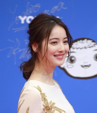佐佐木希在綜藝節目中常有搞笑演出,靠《美食冤大頭》圈粉無數。(東方IC)