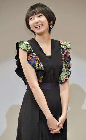 國民老婆新垣結衣結合外貌與演技,早期演出的《父女七日變》高中生模樣,令人怦然心動。(東方IC)