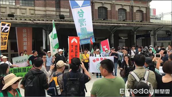 ▲「抗中护台」团体集结。(图/记者黄国霖摄)
