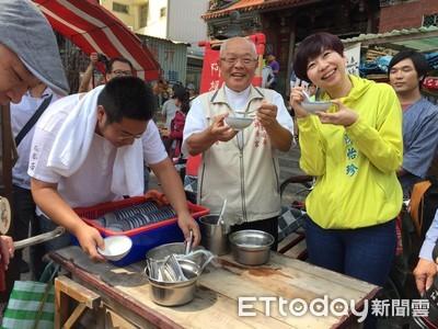 台南古城節 100份炸雞供信眾擲筊乞求