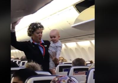 空姐貼心顧娃 女嬰狂送飛吻