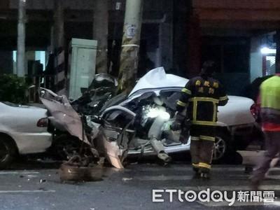 轎車自撞「包電桿」 酒駕男斷腿昏迷
