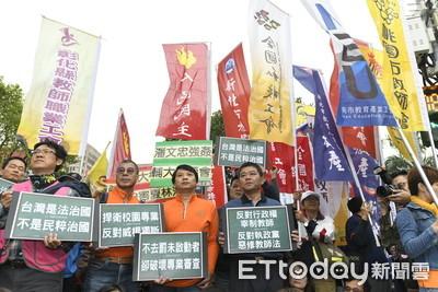 不滿教師法修法!2大教團包圍立院抗議