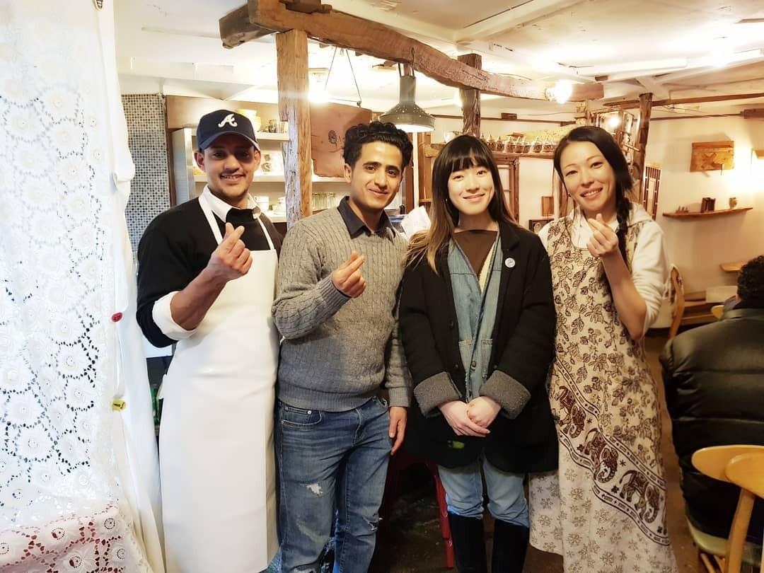 ▲▼Ameen、河敏京和來訪餐廳的女歌手窈窕Yozoh合照(圖/翻攝自Jeju Wardah Restaurant粉絲專頁)