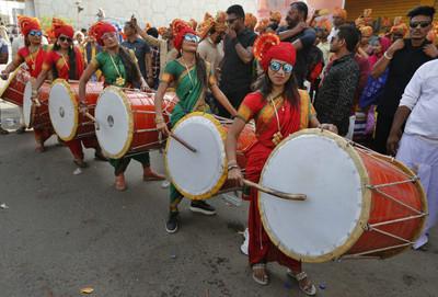 騎駱駝、戴氧氣筒!印度大選9億人投票