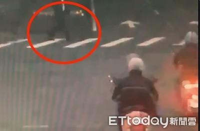 名醫陳俊明過馬路 遭外送騎士撞擊身亡