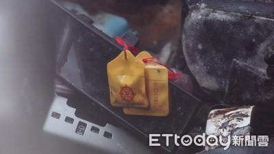 女雙屍反鎖車內 葬儀社:吞藥+燒炭