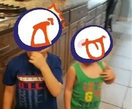 哥找到電動理髮器!小兄妹下秒變「狗啃地中海」