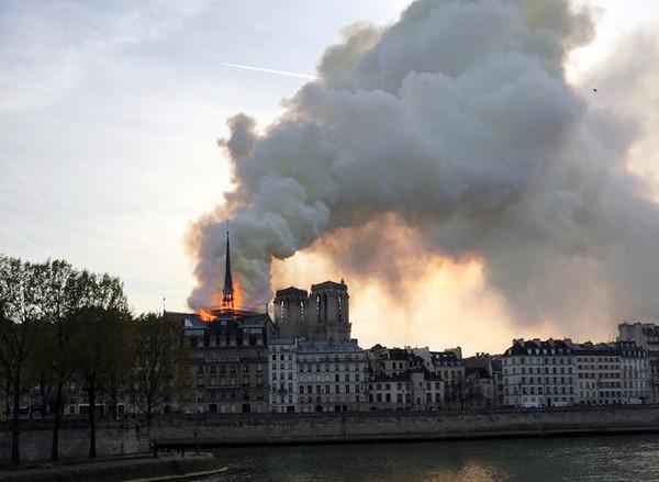 ▲巴黎聖母院大火。(圖/路透社)