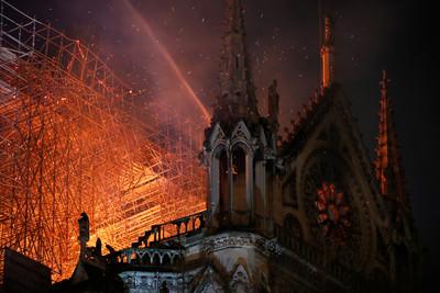 聖母院塌 網笑:火燒圓明園報應