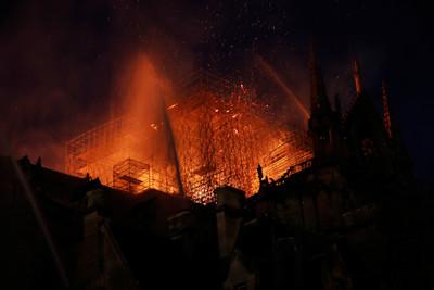 聖母院救火消防員 遭控性侵學生