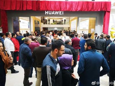 華為P30在海外開賣引發3國排隊人潮 台灣22日上市拚人氣