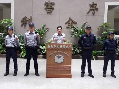 嘉市警換穿新制服展現警察新形象
