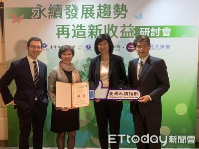 華航首度入選台灣永續指數成分股 獲贈企業專屬標章證明