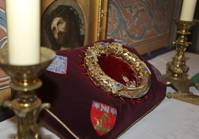 英勇神父闖聖母院火海 搶救荊棘冠冕