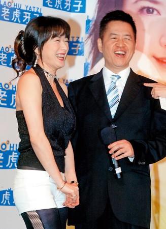 54歲女星戈偉如(左)與老虎牙子執行長林志隆(右)婚後生下林浩權,2人於1997年離婚,曾為贍養費鬧得不愉快。(東方IC)