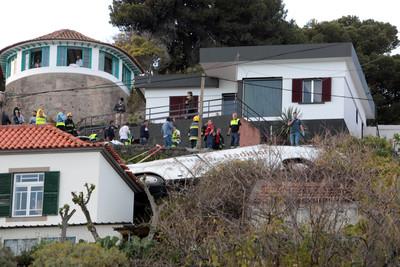 葡萄牙遊覽車翻覆 28死