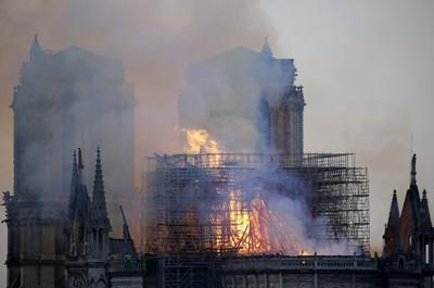 聖母院大火 網友驚:有耶穌輪廓