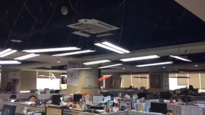 天花板現「盪鞦韆」!14F吊燈互相碰撞
