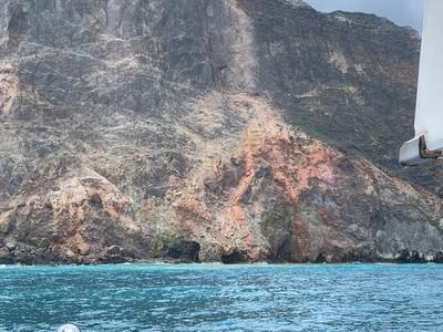 宜蘭地標龜山島 龜首岩壁震塌