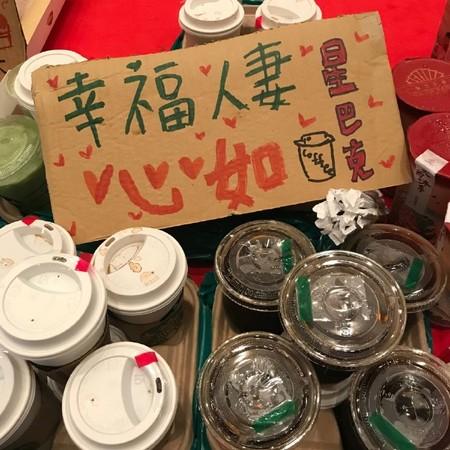 ▲林心如、侯佩岑帶咖啡、甜不辣探班。(圖/翻攝自《大約在冬季》官方微博)