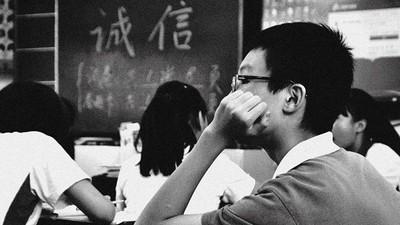 揮手打招呼「老師誤以為打人」!善良小孩遭全班集體還手
