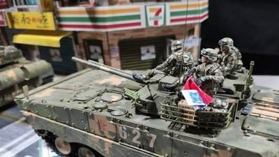 共軍坦克駛進台北! 鄉民抓包「敏感模型BUG」笑:路哪有這麼平