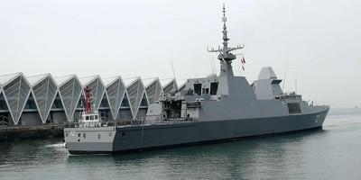 新加坡護衛艦「堅強號」駛抵青島