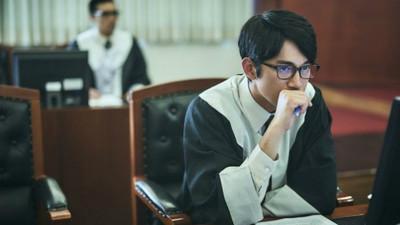 開庭「穿藍色那位」就是法官! 書記官穿全黑...來由竟是怕墨水噴