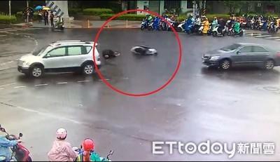 下雨急煞騎車犁田噴飛險遭輾死