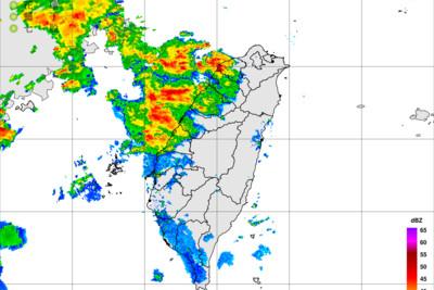 即/雨帶靠近!台南以北強風雨夜襲