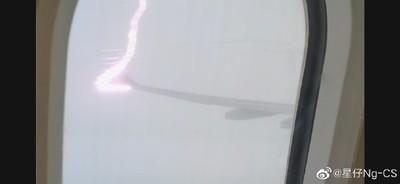 雷劈機翼1分影片!全機尖叫嚇虛脫